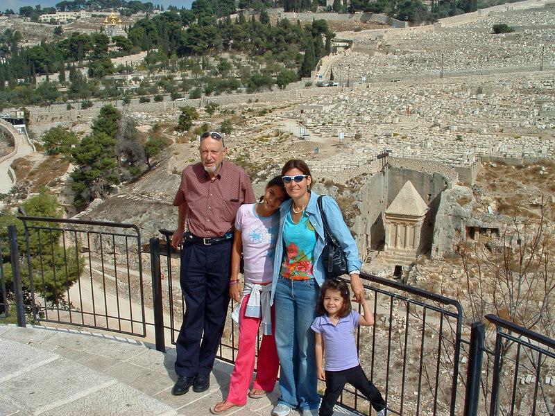 NK,Naama,Nurit,Eden Bahar, above Kidron Valley, Jerusalem, 21Oct06.