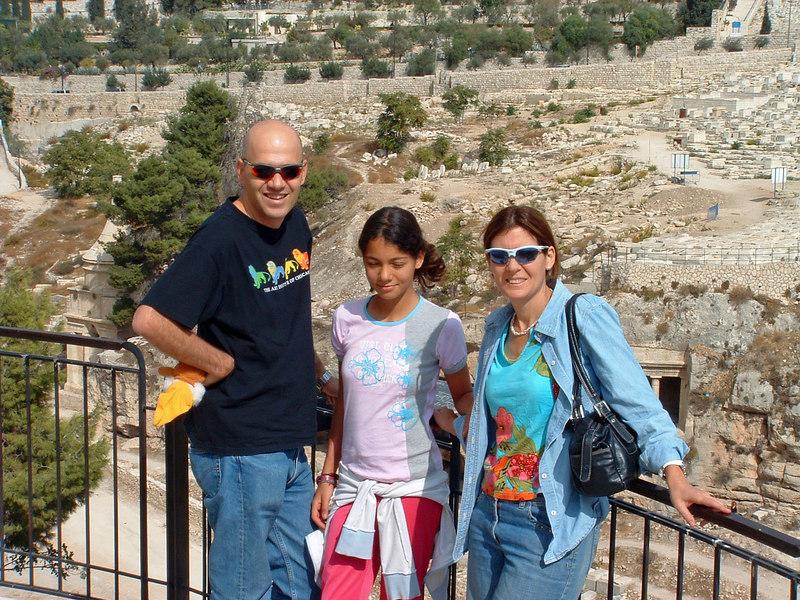 Eli,Naama,Nurit Bahar, above Kidron Valley, Jerusalem, 21Oct06.