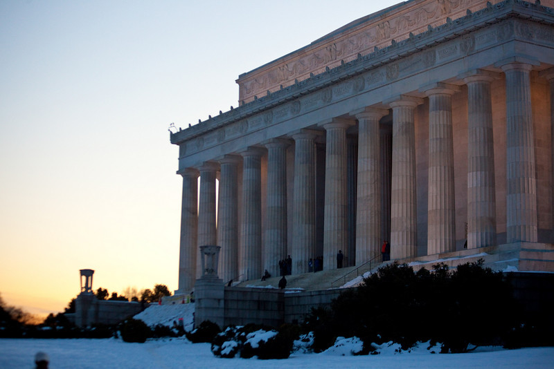 The Lincoln memorial as the sun sets.