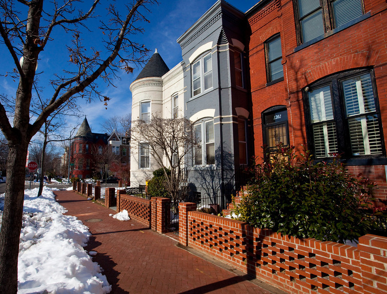 THe brick colored house is RIch and Tanya's.  By the time we returned three days later the snow was all gone.
