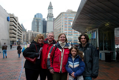 THe whole gang ourside the Aquarium