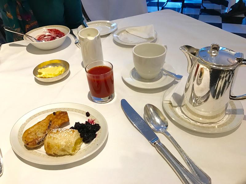 Randles Hotel breakfast