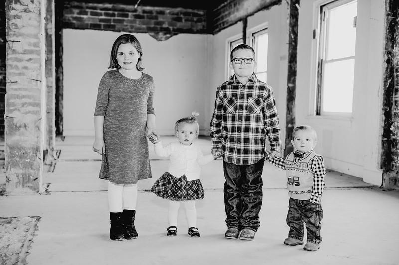 00010--©ADHPhotography2017--Isakson--WinterFamilySession