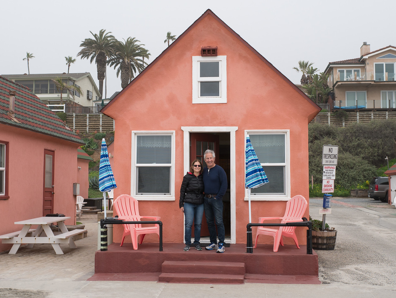 Eva and Steve in front of the historic tiny house on the Strand