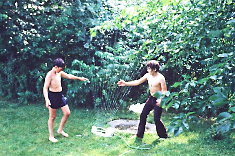 1982-07 - Jeffrey and Jon Eide - Summer fun