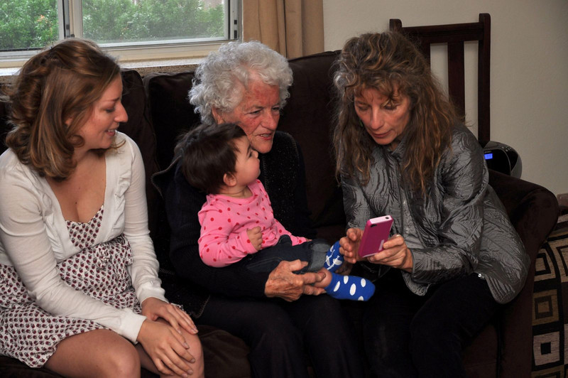 4 generations of Cole women. Jessie, baby Lilly/ Sarah, Matma Sara and Sita Terrie, chatting about the next generation (and playing with Terrie's new iPhone).