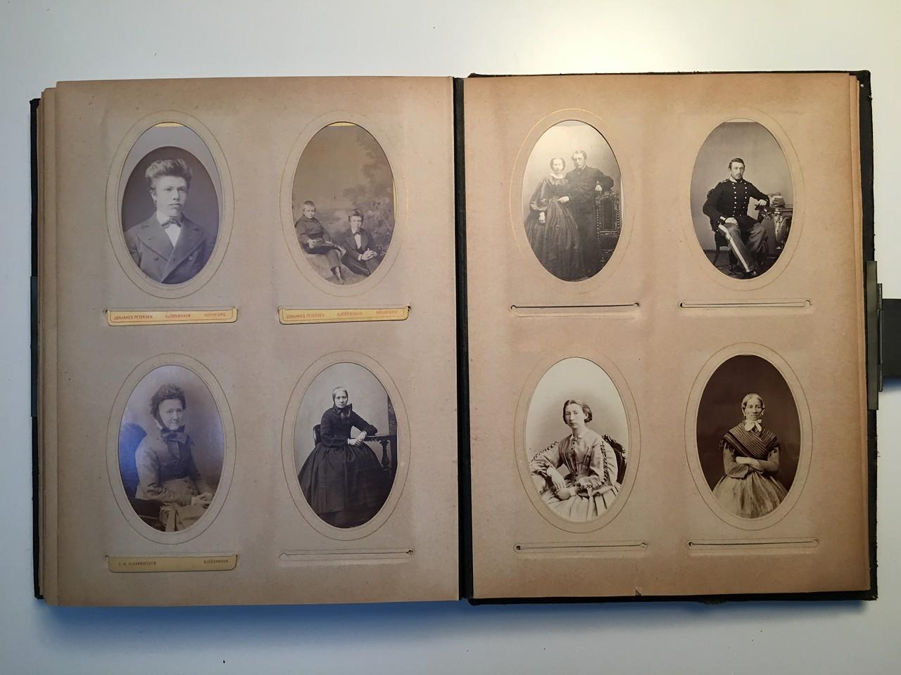 Johanne Hedemanns Album  side 17 billede nr. 98- 105