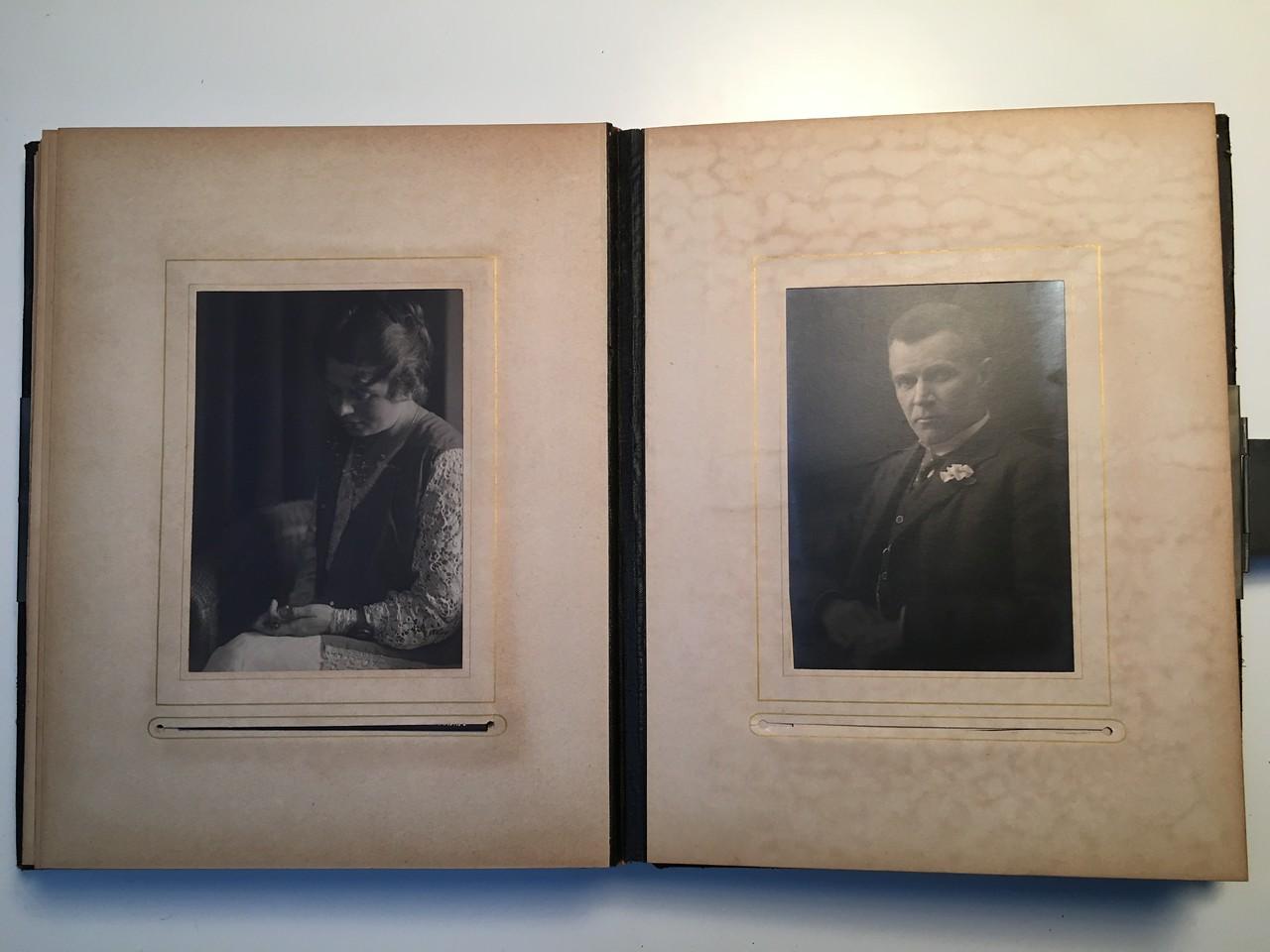Johanne Hedemanns Album  side 12 billede nr. 64 - 65