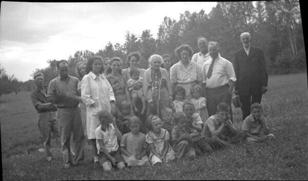 John D. and Minnie Nile and relatives