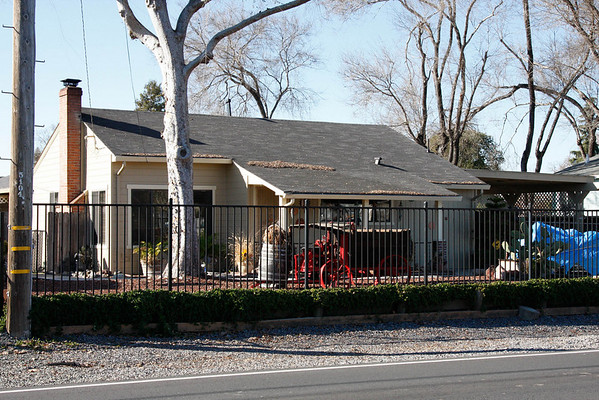 915 Link Lane today.  This is the house that Donald E. Johnson built and where Ruth, Michael and Marc McChesney lived in the late 50s and early 60s. As I recall, Ruth McChesney bought the house for about $9,000 in 1957 and Glen Johnson added a room on it a year later.
