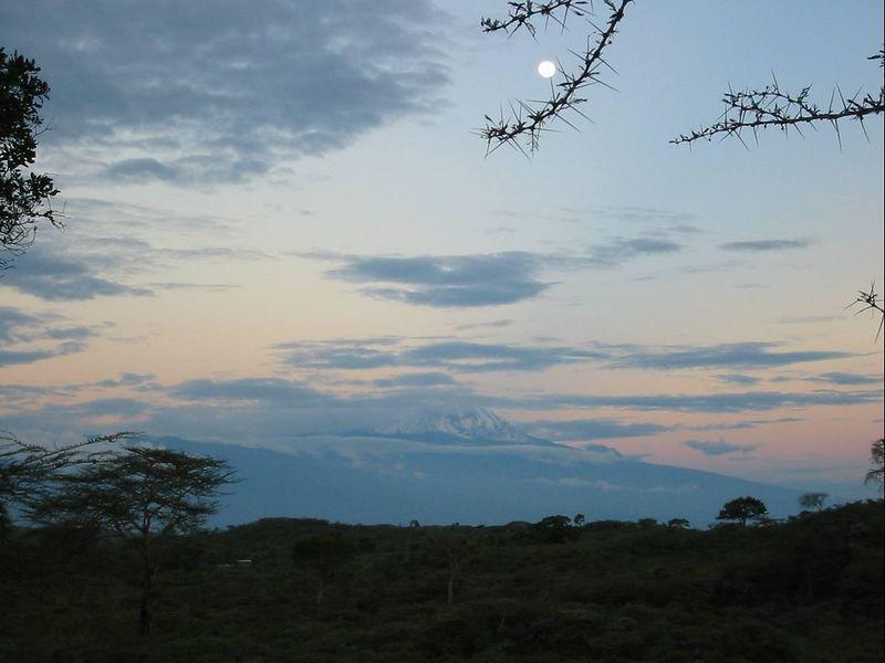 04_Mt Kilimanjaro and Moon