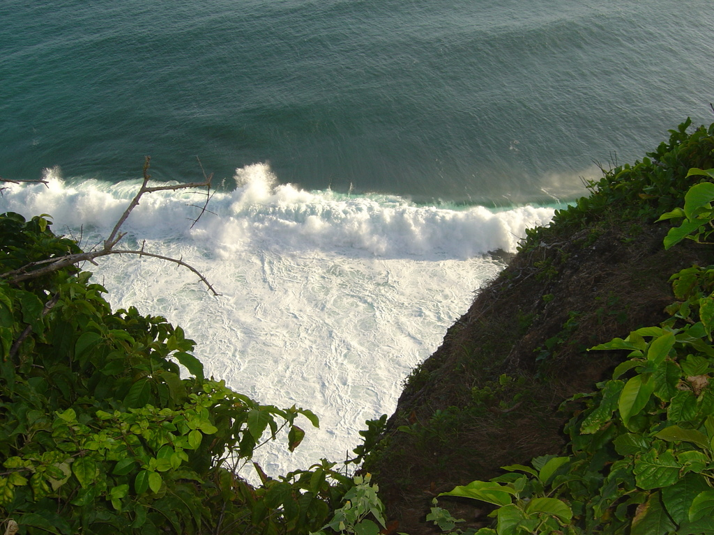 views of the waves from Ulluwatu temple