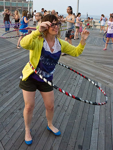 11000710_Family_Hula_Hooping_77