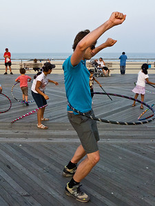 11000710_Family_Hula_Hooping_31