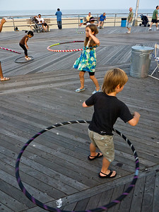 11000710_Family_Hula_Hooping_29