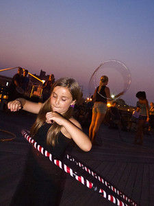 11000710_Family_Hula_Hooping_114