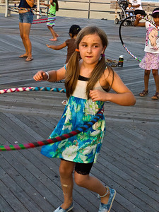 11000710_Family_Hula_Hooping_4