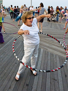 11000710_Family_Hula_Hooping_88