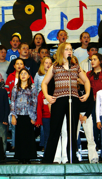2003 10.13 WOODSTOCK - Ashley's 6th Grade Chorus