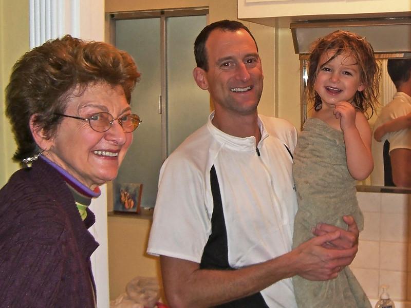Hazel (apres bath) jokes with Bubbie and Daddy