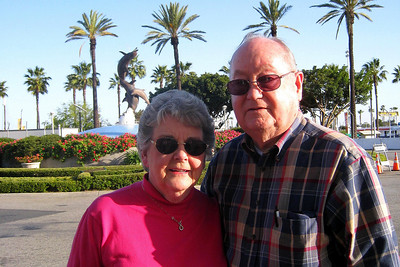 Mexican Riveria Cruise – Norwegian Star on Norwegian Cruise Lines Day 0, Fri, 3/19 – Arrive in Long Beach After meeting up at LAX, the group headed to the Holiday Inn Downtown Long Beach to check-in and then took the courtesy van to the Rainbow Harbor/Marina area and dined at Bubba Gump Shrimp Co. Restaurant & Market