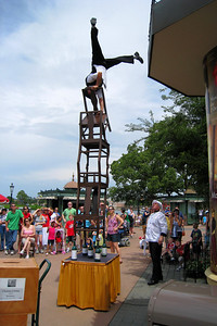 After enjoying the show, we continued through The World Showcase and walked through Japan, Morocco, and France. In France, we stopped to enjoy Serveur Amusant, the comedic waiter who does one heck of a balancing act! Thu - 5/28/09