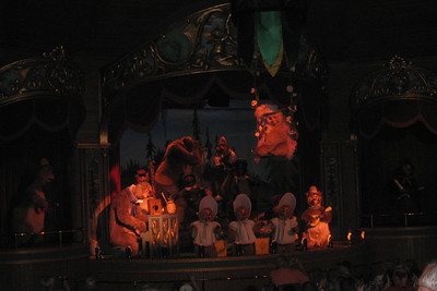 Frontierland - We had a little bit of time before our Splash Mountain Fastpass time so we visited the classic Country Bear Jamboree. Disney's brood of banjo-strummin' bruins has been playing to packed houses in Grizzly Hall for more than a quarter century. Fri – 05/29/09