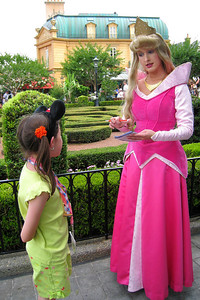 We spotted Sleeping Beauty, Princess Aurora, in the beautiful garden between France and the International Gateway. Thu - 5/28/09