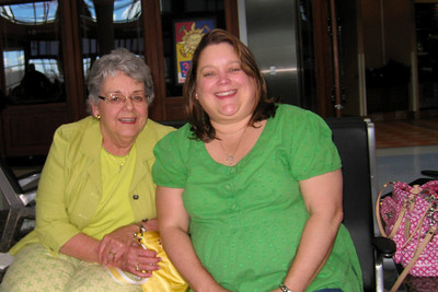 Mother and Daughter at DFW Airport - Mary Clare and Rachel traveled from Denver to DFW Airport to meet Kathy for their final leg to the Orlando airport. We stayed at the Holiday Inn Express after a van ride to the Holiday Inn Select and the realization we were at the wrong hotel!  Wed - 5/27/09