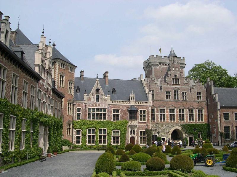 Interior courtyard of Gasbeek castle.