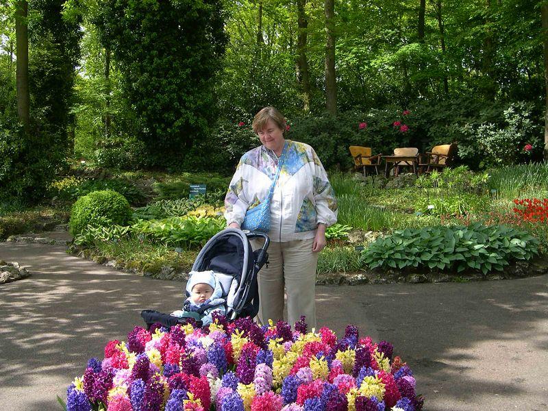 Susan and Jonathan enjoy the flowers at Keukenhof Gardens.