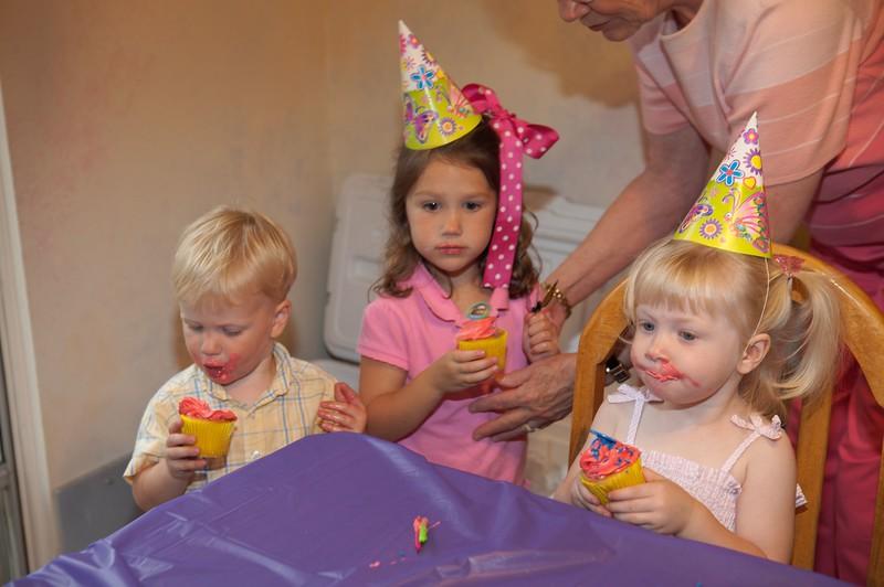 Katie's 2nd Birthday 2006-19