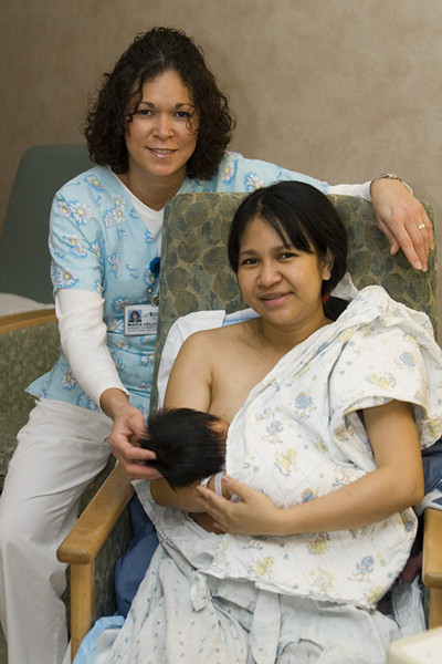 Ate Doll (Their head nurse) with mom nursing. (Pwede kaya dito to?)