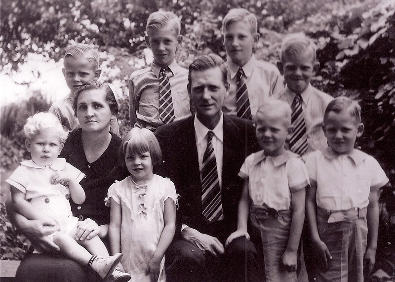 1939-Kent-Behind-Phoebe