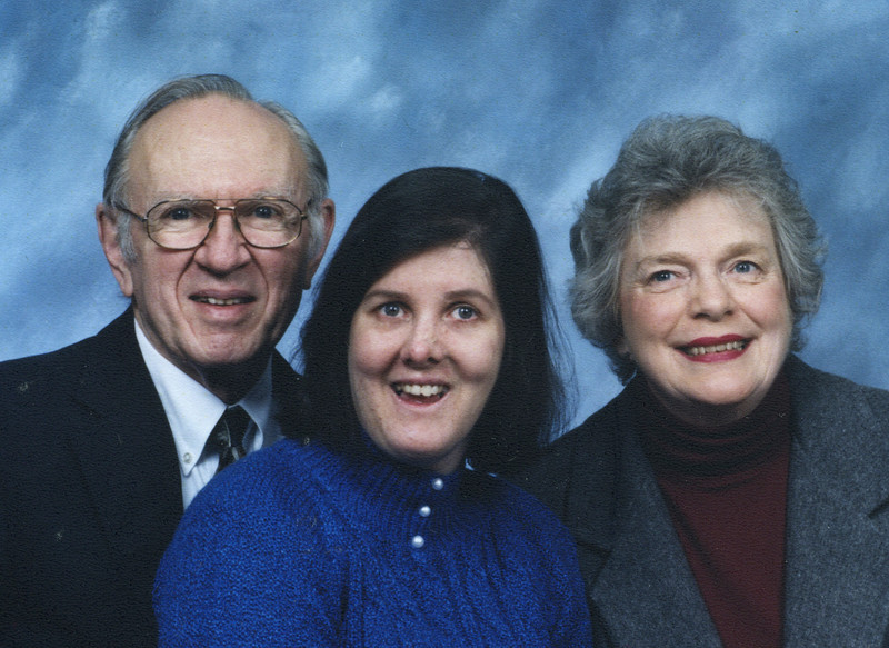 Kirsten Portrait with Mom and Dad 2001