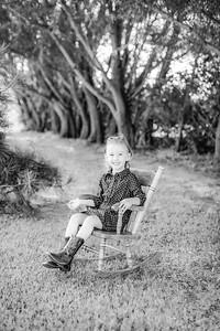 00016-©ADHPhotography2019--Kisker--OneYearFamily--Augsut11