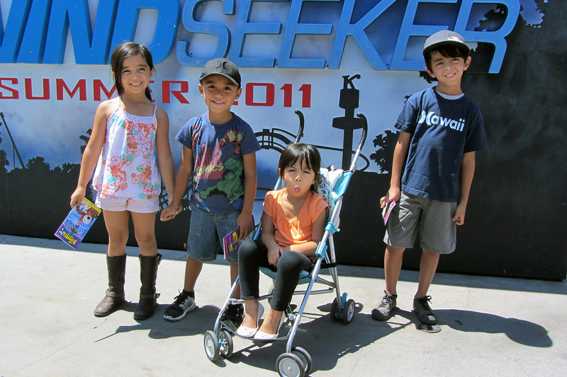 First photo of Leilani, Anthony, Alexis, & Xander, after entering Knott's Berry Farm.