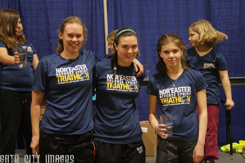 IMG4_37115 U19 girls winners  UNE Sprint Triathlon