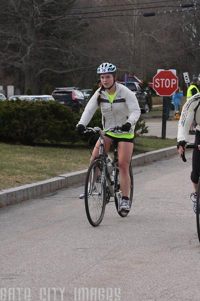 IMG4_37078 Kristin bike dismount UNE Sprint Triathlon