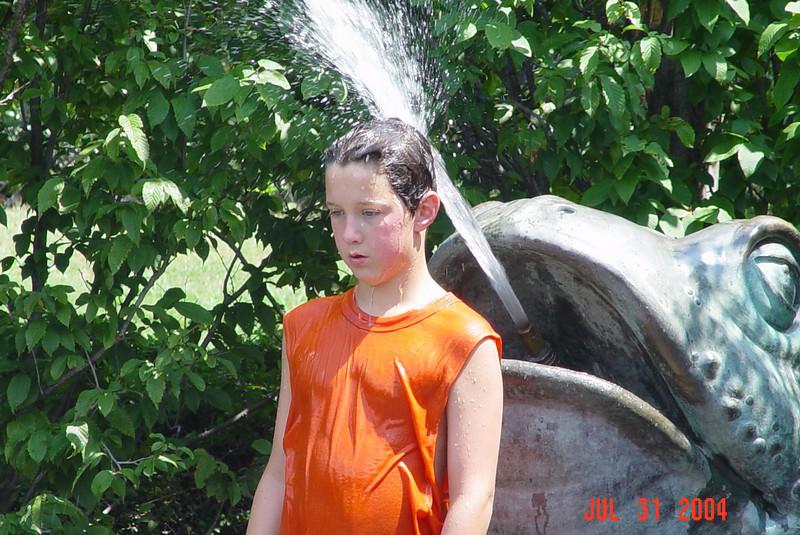 2004-07-31-Arboretum-toad-fountain-kyle