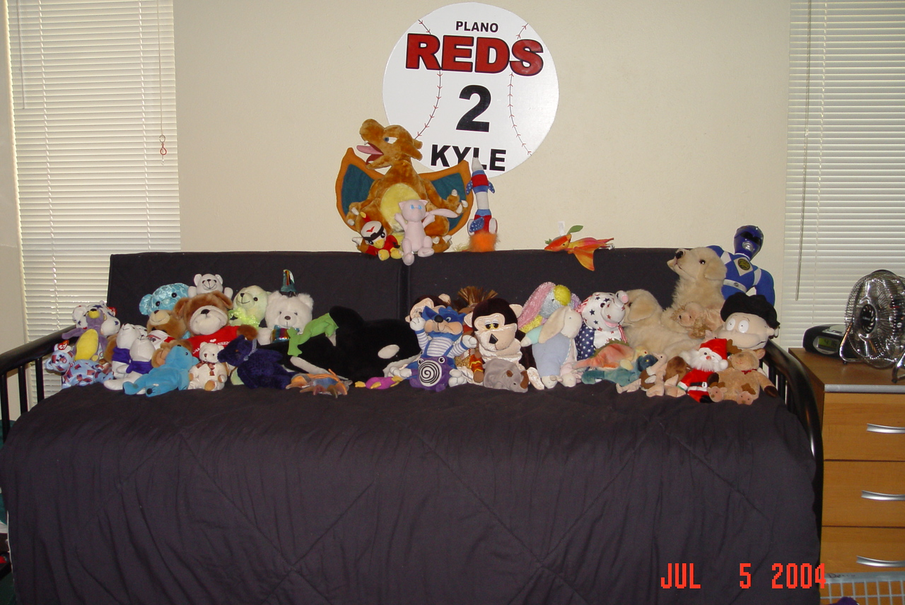 2004-07-05-Kyles-room-stuffed-animals