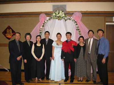 Au family circa Apr 28, 2004: Dad, mom, Wendy (and unnamed nephew), Derek, couple getting married (Sanny & Charles), Angela (and Esther), Sam, V