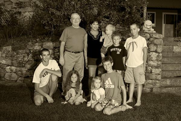 2010-08-28-Nancy family-02 bw