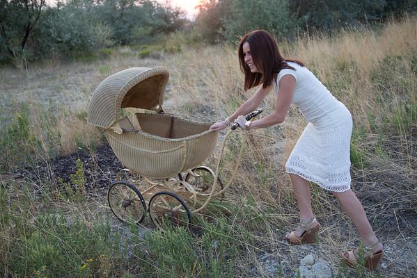 Lana pregnant buggy