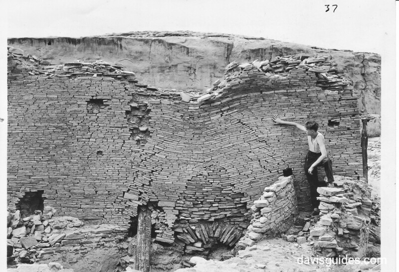 Sag in tabular masonry wall, showing its cohesive structure, Chaco Canyon National Monument (now Chaco Culture National Historical Park), 1929.
