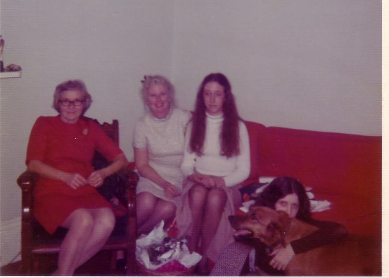 Wilda, Jean, Beth, Laurie Johnston and Dozer