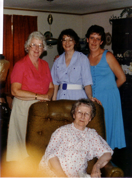 Jean, Audrey Hunt, Laurie and Aunt Peggy Murray