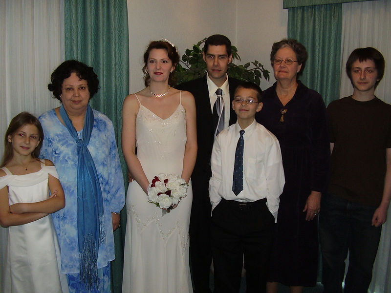 Lenora's daughter, Kyra; Lenora's mom, Velma; Lenora; Greg; Greg's son, Tyler; Greg's mom, Venice; Lenora's son, David.