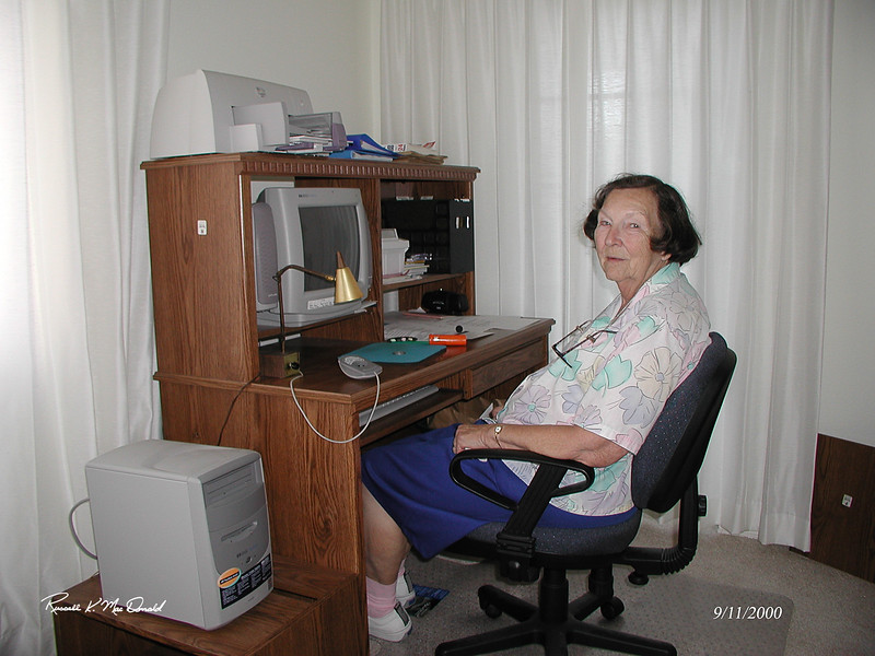 2000-09-11, Mom at her computer in Clearwater, FL