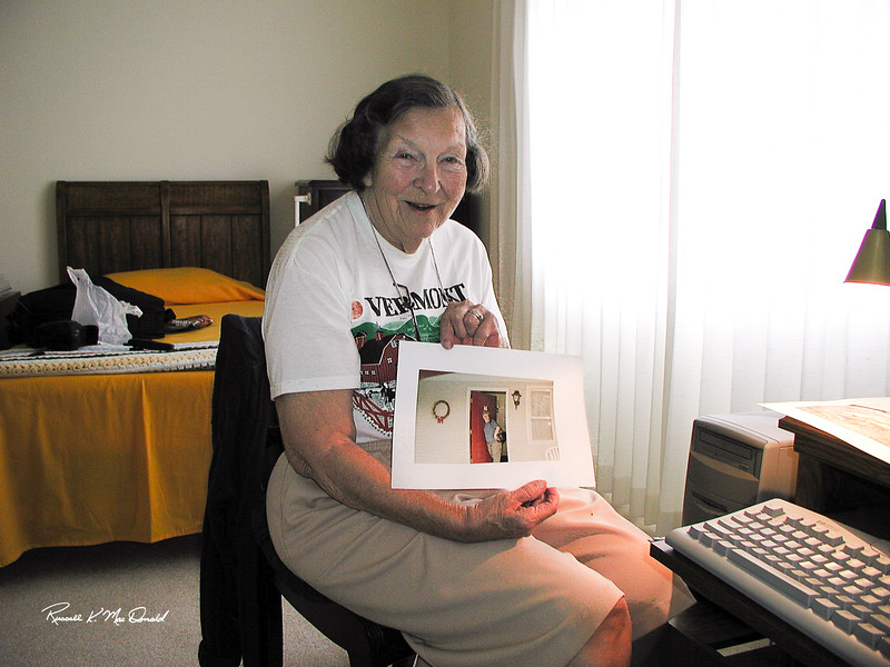 9/12/2000, Elizabeth learning to print pictures on her computer, Clearwater, FL